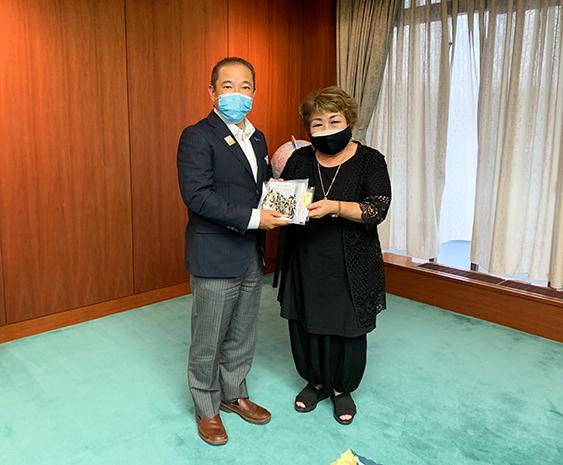 相模原市長へマスクを贈呈させていただきました!